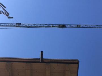 tetto di una casa in legno durante la costruzione
